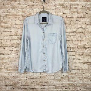 American Eagle chambray shirt sz M button front